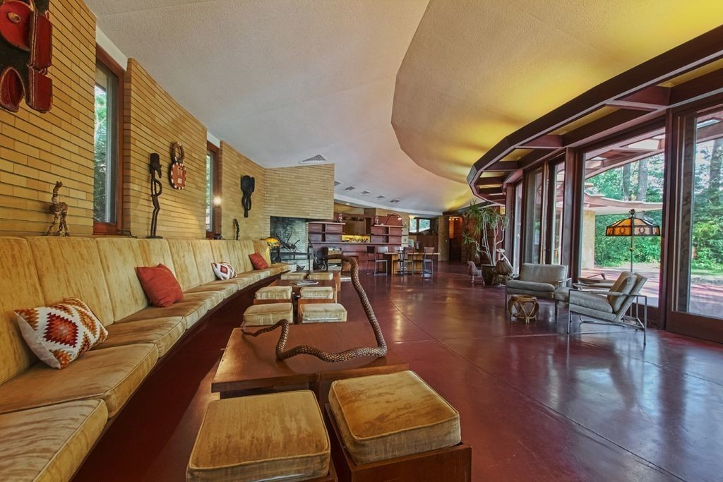 Lakefront Frank Lloyd Wright house with original furniture returns to market