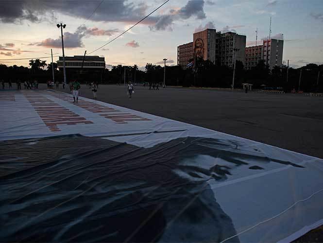 Entre duelo y silencio, Cuba alista tributo a Fidel Castro