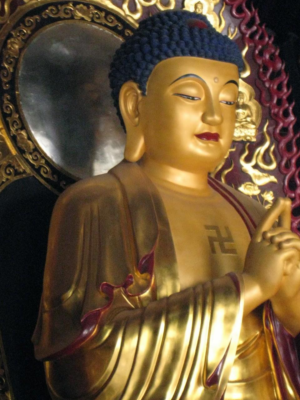 Otras religiones orientales Otras religiones son: en China, el confucianismo y el taoísmo, que son más bien doctrinas filosóficas que religiones; en Japón, el sintoísmo; y en la India, el jainismo y el sijismo