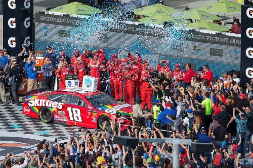 Busch captures 52nd career Cup victory with Phoenix win