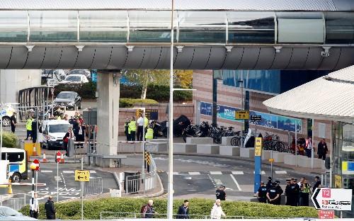 Verdächtiges Paket am Flughafen Manchester kontrolliert gesprengt