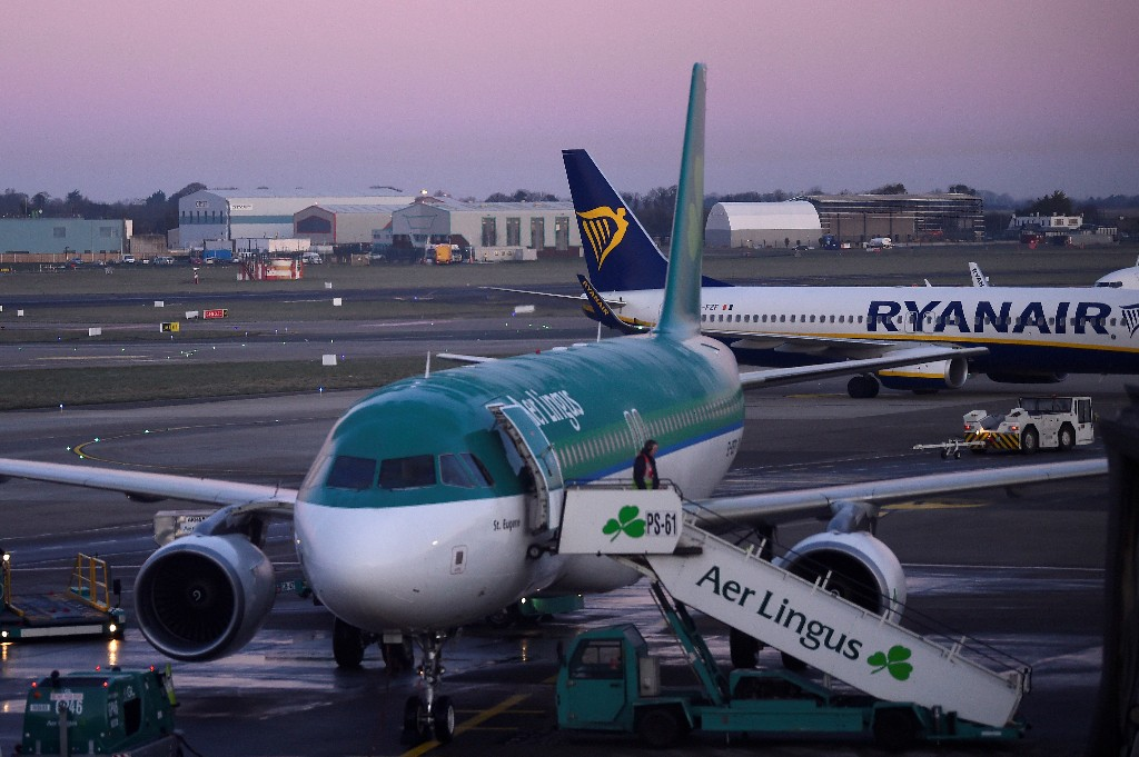 Ireland tightens COVID-19 travel restrictions, angering airlines