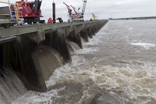 Enchentes interrompem embarques de fertilizantes em novo baque para agricultores dos EUA