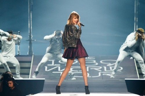 1989 Tour Should Give Taylor Swift Her First $100 Million Year