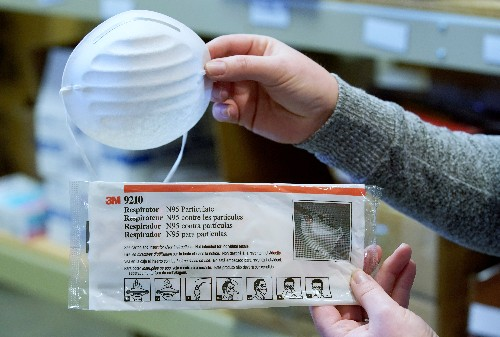 Mixed messages, test delays hamper U.S. coronavirus response