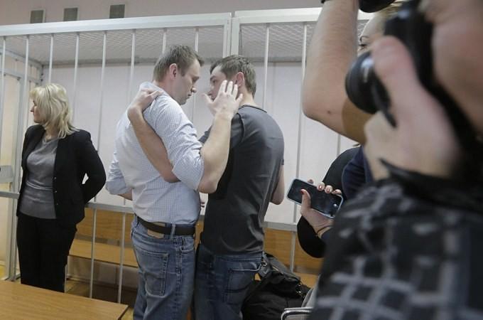 Navalny says Putin's regime must be destroyed