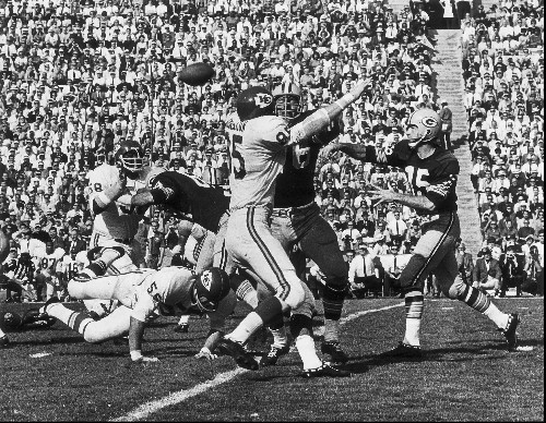 Bart Starr, QB who led Packers to greatness, dies at 85