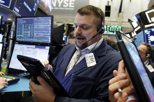 US stocks waver as signs of future profit growth wobble