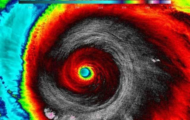 観測史上最大級のハリケーン・パトリシア、宇宙から見ると完全に妖怪