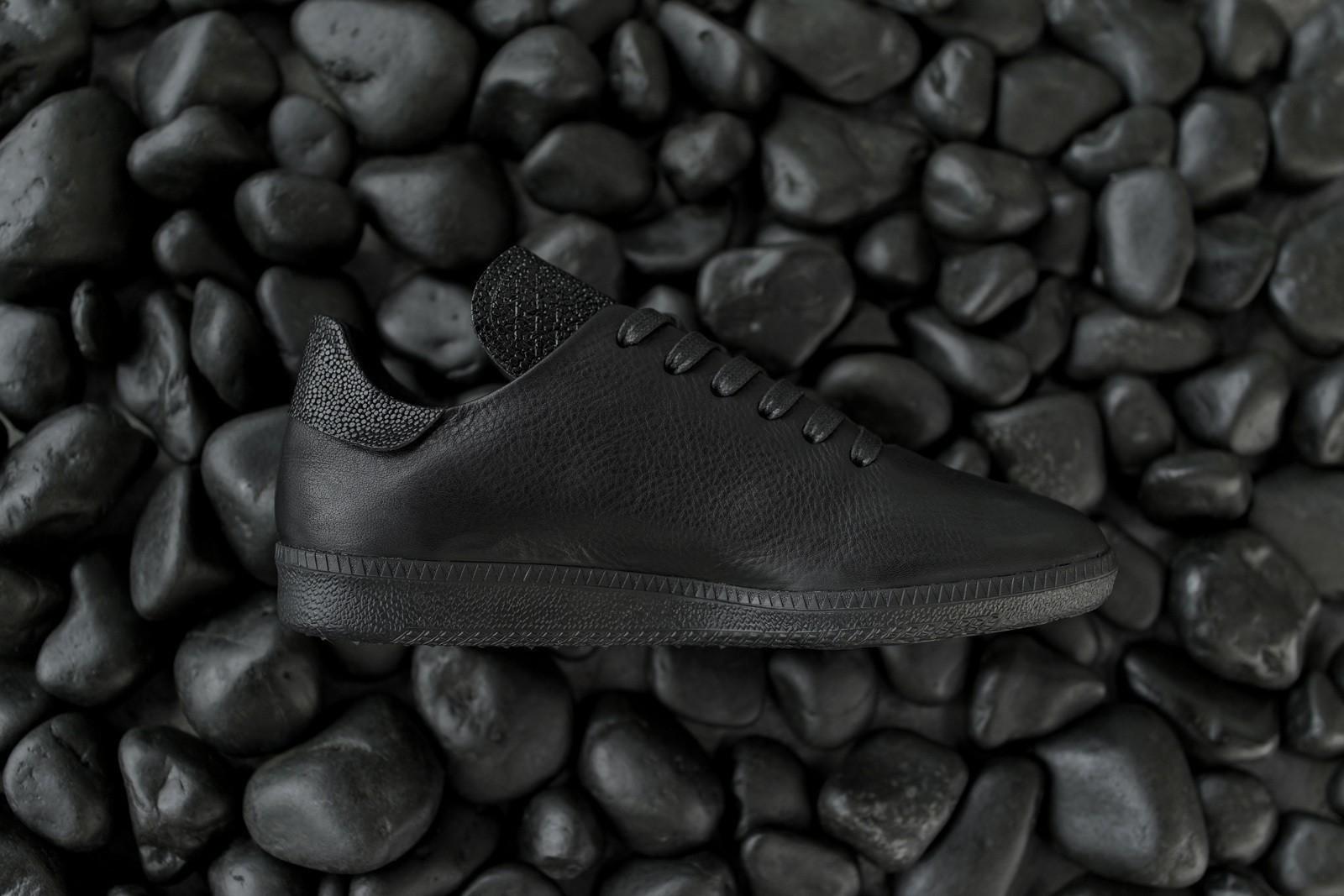 No.One's Triple Black Bravo Sneakers