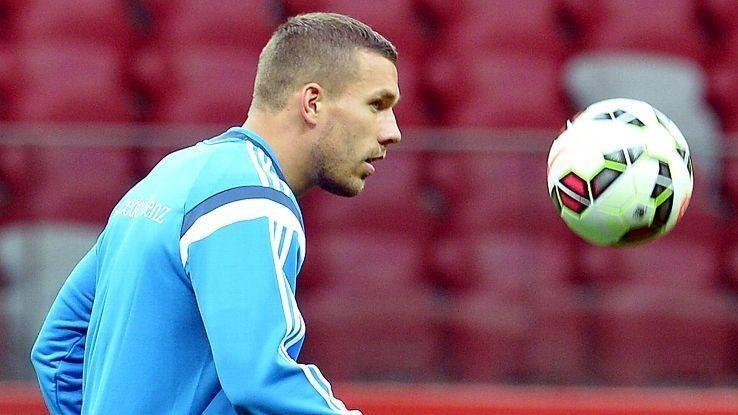 Lukas Podolski to hold talks over Arsenal future