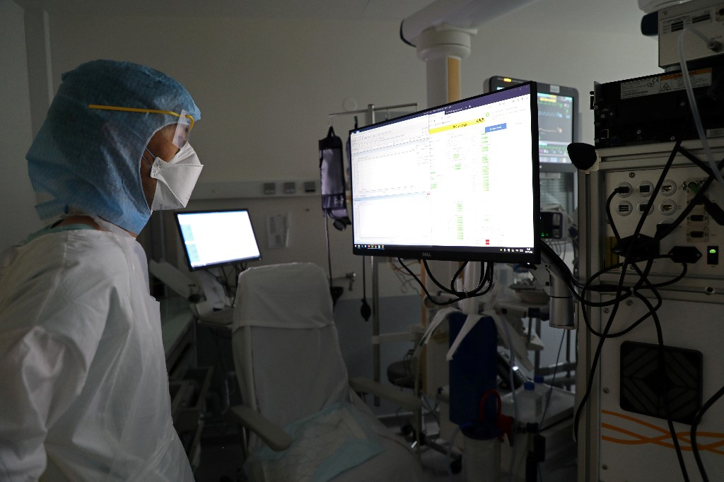 France sees a rise in number of people in ICU units for COVID-19