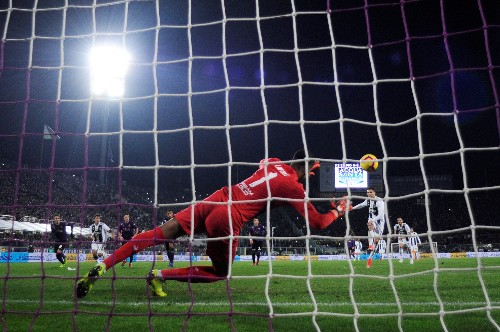 Soccer: Ronaldo scores for fifth game in a row as Juve win again