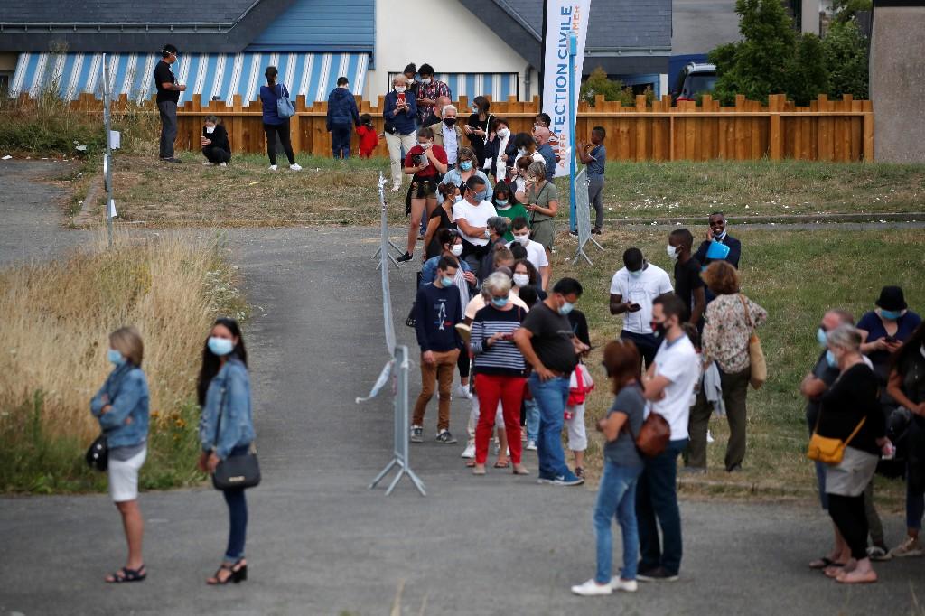 França intensifica uso obrigatório de máscaras devido a temor da Covid-19