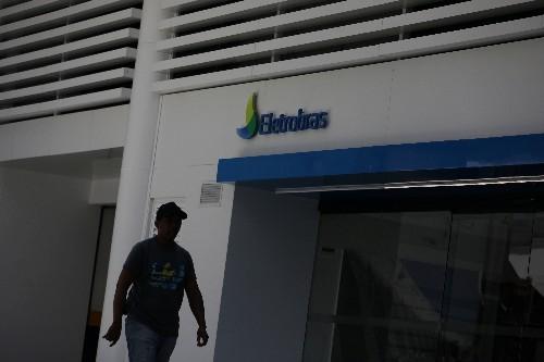 Eletrobras propõe a trabalhadores reajuste zero e fim de cláusula contra demissões