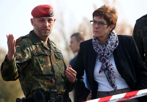 Riskante Dreifach-Offensive der Verteidigungsministerin