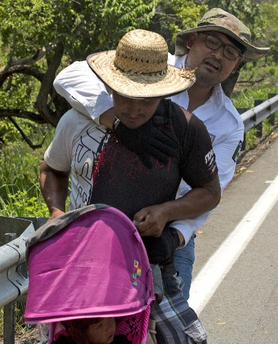 Migrants anxious after Mexican authorities raid caravan