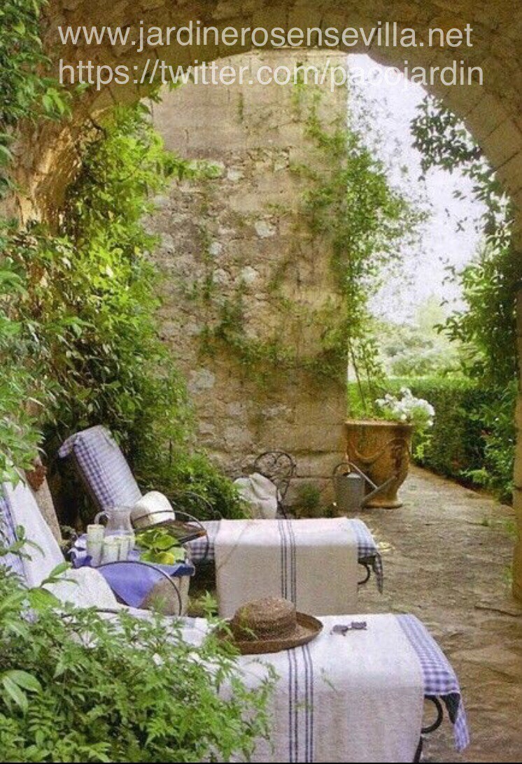 Jardineros en sevilla ejemplos de diseño Más información en la web www.jardinerosensevilla.net Tepes en sevilla, Podas en sevilla, tratamientos del Picudo rojo en sevilla etc....