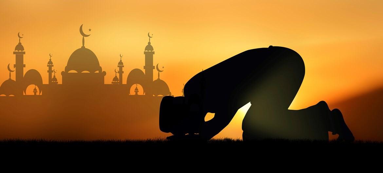 Él Islam Religión fundada en el siglo VII por Mahoma. Dios es llamado Alá y su nombre es tan Santo que no puede pronunciarse sin respeto. El coran, libro revelado a Mahoma, contiene la enseñanza de Alá y sus preceptos
