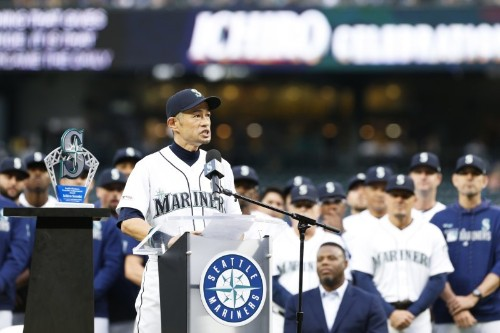 Mariners give Ichiro lifetime achievement award