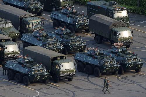 Démonstration de force de la police chinoise à la frontière avec Hong Kong