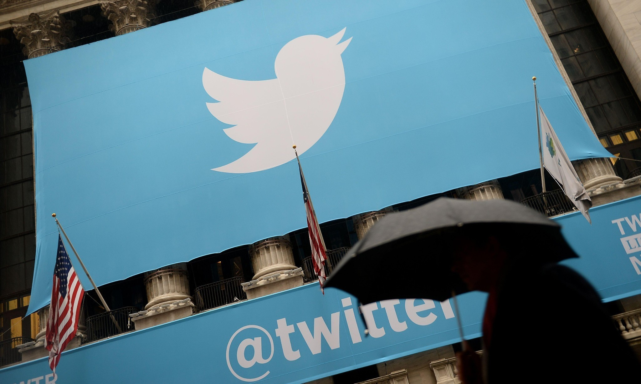 Twitter deletes 125,000 Isis accounts and expands anti-terror teams