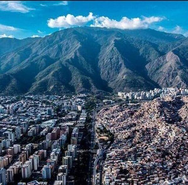Foto de Renato Yanez . Caracas dos realidades