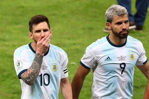 Soccer: Argentina angry as VAR stays out of the spotlight