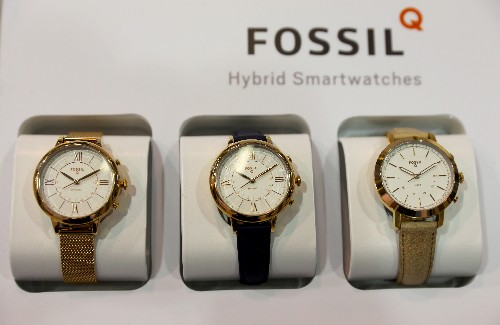 Fossil to sell smartwatch technology worth $40 million to Google, shares rise