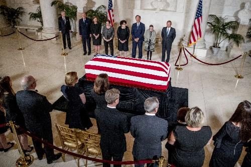 Stevens praised as 'brilliant man' at Supreme Court ceremony