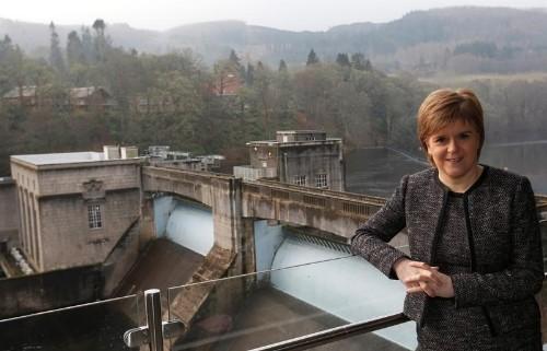 رئيسة وزراء اسكتلندا تقول بريطانيا تدفع بلادها نحو استفتاء ثان