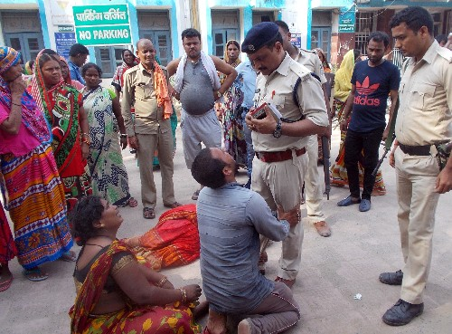 Mob in India kills three on suspicion of cattle theft, three arrested