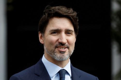 Canada toughens coronavirus screening, Trudeau under pressure to tighten borders