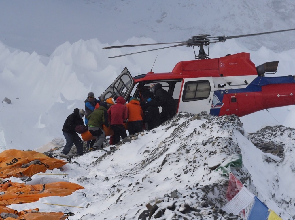 Avalance on Mount Everest: In Pictures