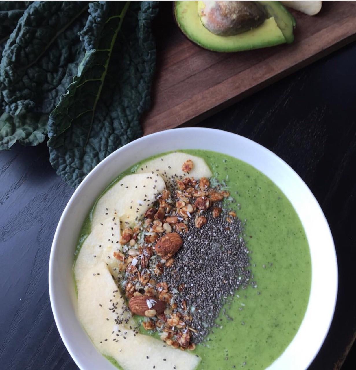 Sam Oh's Healthy Breakfast Bowl Purée: Frozen banana, pineapple Avocado Kale Almond milk Yogurt OJ Water Top with: Apple slices Granola Chia seeds
