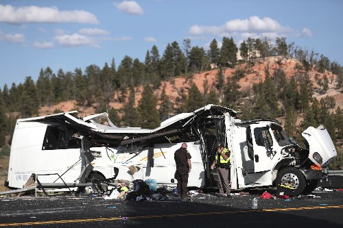 3 Chinese tourists still critical in deadly US bus crash