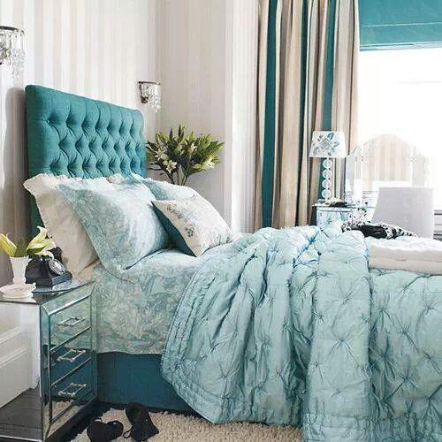 El color turqueza en una habitacion hara d la misma un ugar lleno de energia y super fresh p a compartir los momentos mas hermosos con nuestros seres amados...