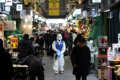 Closed museums, mask buying spree amid South Korean surge in coronavirus