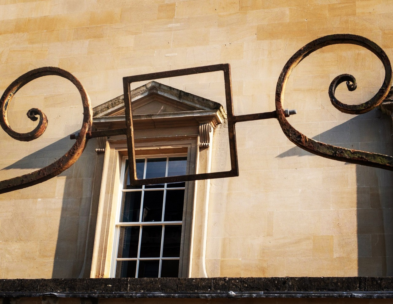 A visual depiction of the Fibonacci Principle in the world renowned centre for the golden section: Bath alternatively entitled: framed fenestration- follow me on Insta: @fotofacade