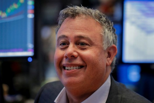 HP CEO steps down, taps veteran insider; flags quarterly profit below Street view