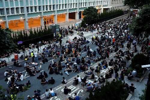 Many Hong Kong youths look to flee amid extradition bill fury