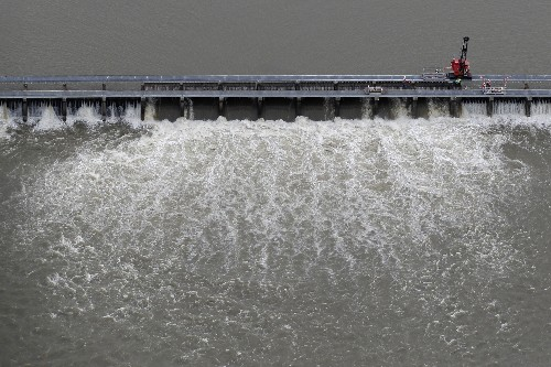 Spillway north of New Orleans expected to close in July