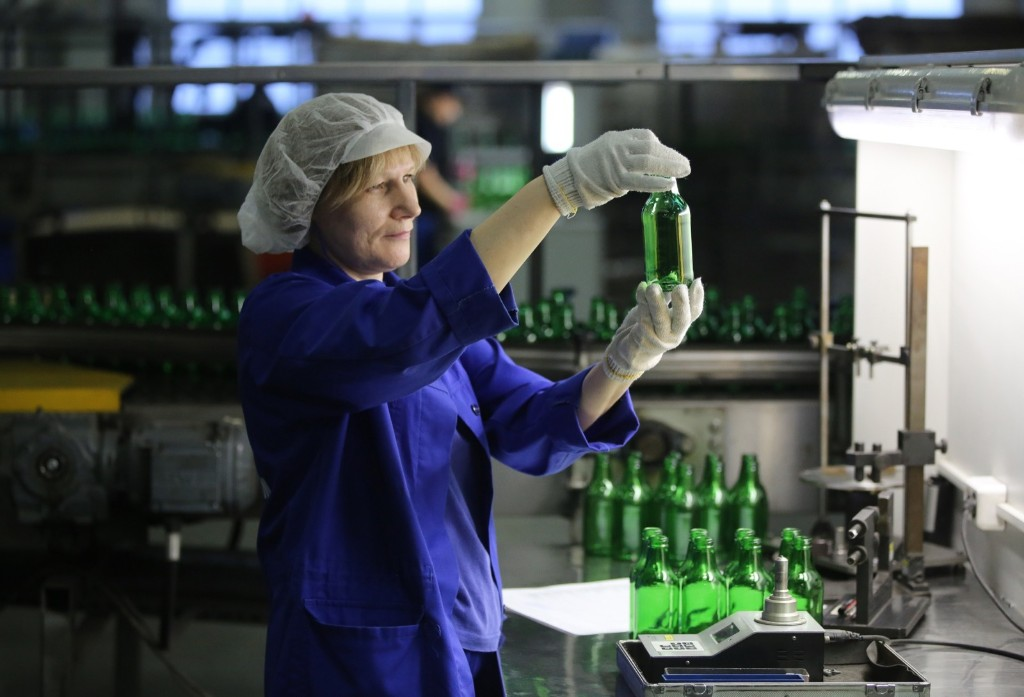 Beer Bottle Production in Russia: Pictures