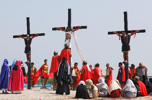 Filipino devotees nailed to crosses to re-enact crucifixion