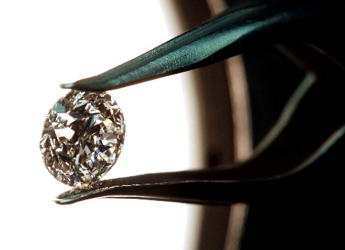 Exclusive - Banks face new challenges in Italian diamond scandal