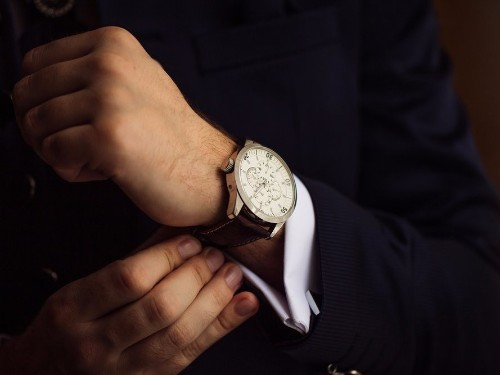 Why every guy absolutely needs to wear a watch every single day