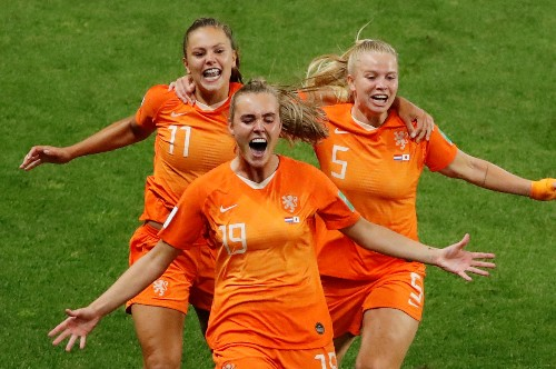 Soccer: Martens sends Netherlands through to maiden quarter-finals
