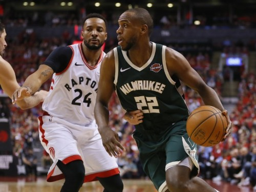Bucks' Middleton declines option, hopes to stay in Milwaukee
