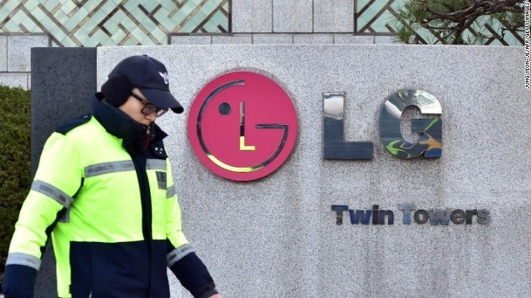 Samsung and LG go to war over 4 damaged washing machines
