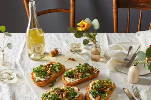 This Crunchy-Creamy Goat Cheese Toast Is What Snack Dreams Are Made Of